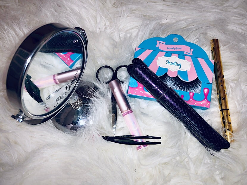 lashes application